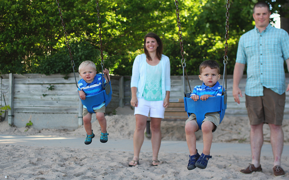 Danielle and John Plumstead, Danielle Moss, Danielle Moss Plumstead, John Plumstead, Carson Plumstead, Griffin Plumstead, family photos, beach photos, family beach photos, Frankfort, Frankfort Beach