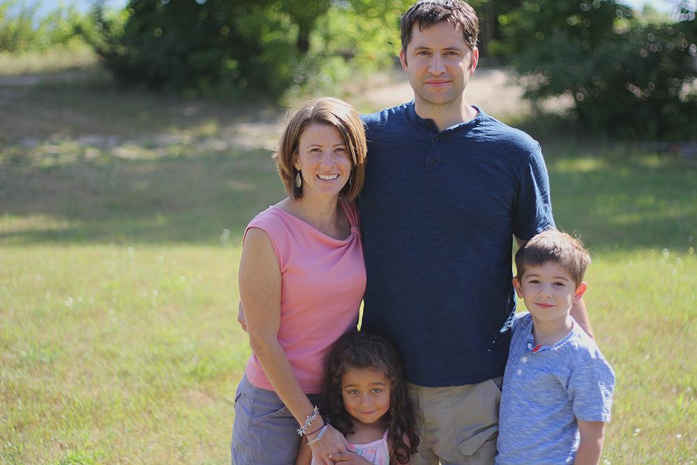 Leslie Ross Frankfort Michigan Crystal Lake family photos Kalamazoo College family Lux Esto