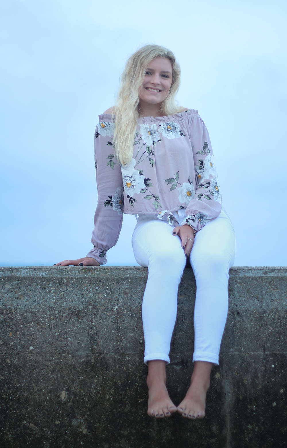 Samantha Jones Frankfort pier Frankfort lighthouse Frankfort michigan picture senior photos aubrey ann parker photography Lake Michigan beach