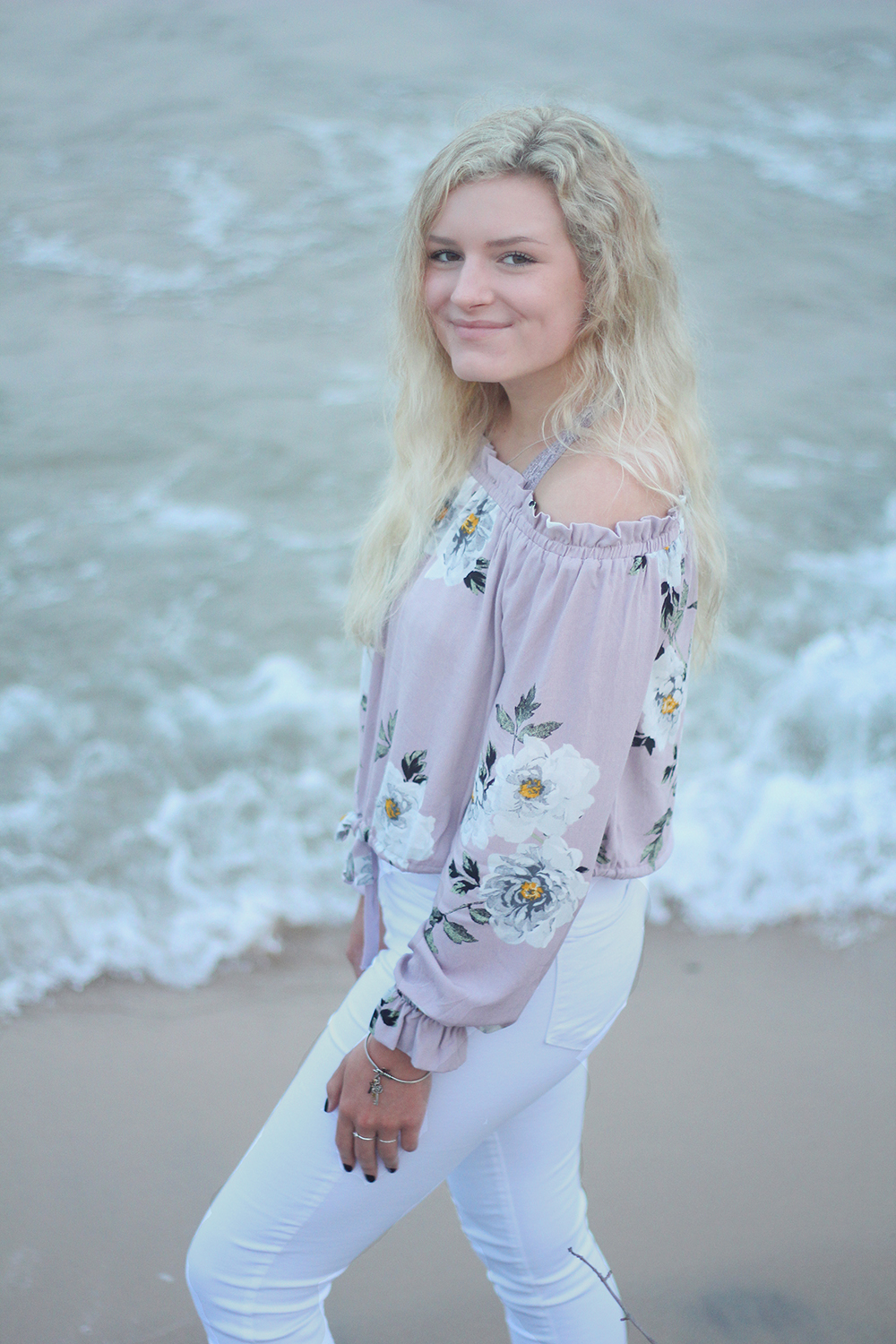 Samantha Jones Frankfort beach senior photos aubrey ann parker photography Lake Michigan beach